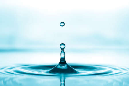 agua splash: Gota de agua