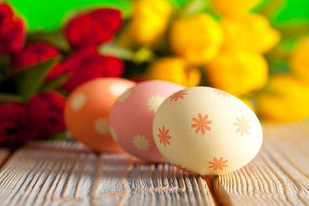 pascuas navideÑas: Huevos de Pascua en el fondo de colores de primavera