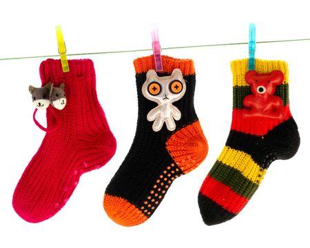 calcetines: Cute calcetines de suspensi�n en una l�nea de ropa  Foto de archivo