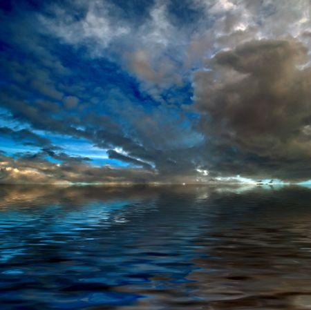 Sky dramática sobre el mar Foto de archivo - 6738837