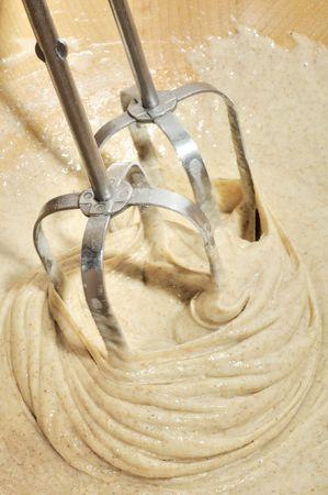 paliza: Dough paliza con mezclador  Foto de archivo