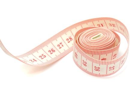 metro de medir: Medici�n de la cinta sobre fondo blanco Foto de archivo
