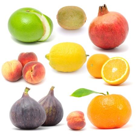 fichi: Frutta fresca imposta isolato su sfondo bianco Archivio Fotografico
