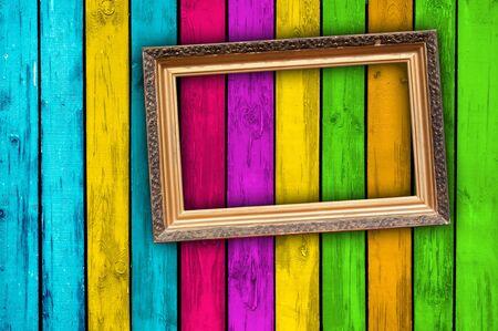 beursvloer: Leeg Frame op veelkleurige hout achtergrond Stockfoto
