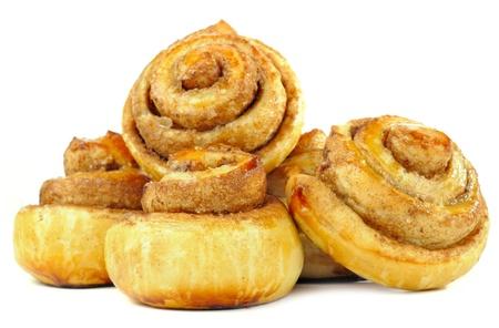 bollos: Sweet Cinnamon Rolls Aislado sobre fondo blanco