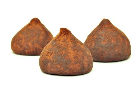 confect: Tartufi di cioccolato isolato su sfondo bianco Archivio Fotografico