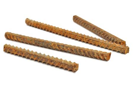 rejas de hierro: Bares metal oxidado aislados sobre fondo blanco