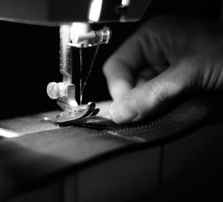n hmaschine: Schneiderin mit N�hmaschine