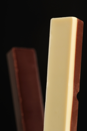 confect: Bianco e cioccolato al latte dolce con latte e cioccolato fondente dolce Archivio Fotografico