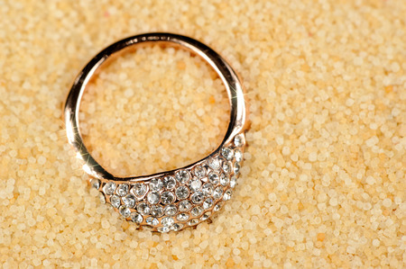 cz: Gold Ring on Sand