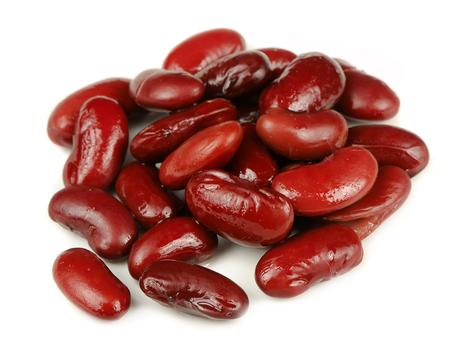 흰색 배경에 고립 된 통조림 붉은 강낭콩