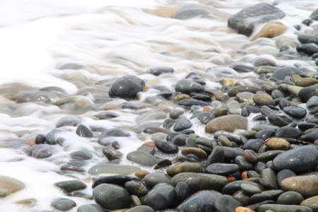 strand australie: Water terugtrekken van stenen