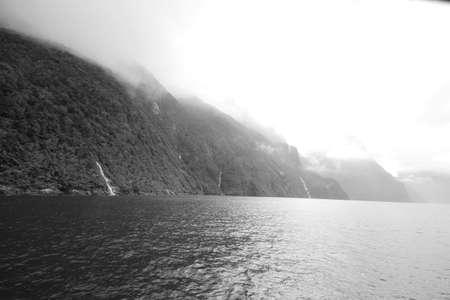 neroyfjord: Mountain range raising out of water