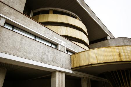Fragment of soviet modernism era brutalism style building in Saint-Petersburg, Russia Stockfoto