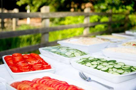 Al fresco Essen vom Buffet Standard-Bild - 25026174