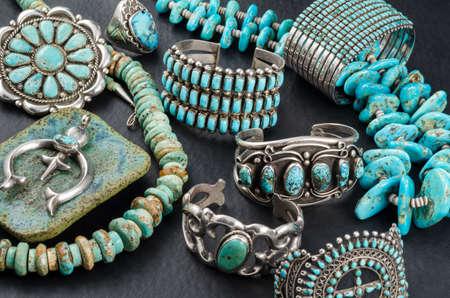 turquesa: Colección de la vendimia de la turquesa y plata de la joyería Foto de archivo