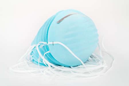 elementos de protecci�n personal: Pila de azul, desechables, mascarillas contra el polvo de protecci�n.