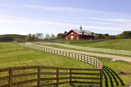 pasture fence: Upscale barn and flowing fence