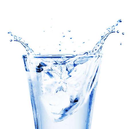 Frisches Wasser splash in einem Glas Standard-Bild