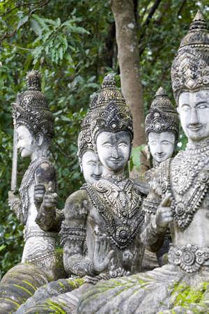 parking facilities: Figuras de Buda de piedra, Tailandia Foto de archivo