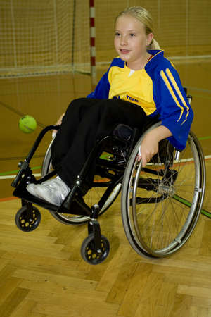 lebensfreude: Behinderten Sport Handball in den Rollstuhl Lizenzfreie Bilder
