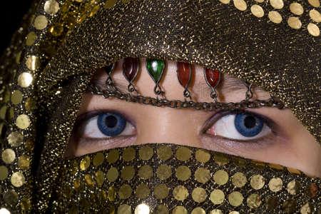 lentes contacto: ojos azules de Oriente, macro foto de los ojos con lentes de contacto azules Foto de archivo