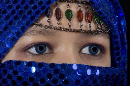 contact lenses: ojos azules de Oriente, macro foto de los ojos con lentes de contacto azules Foto de archivo