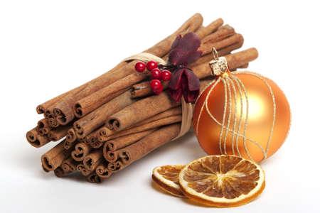 Zimt-sticks mit getrockneten Orangen, Weihnachtsdekoration Standard-Bild