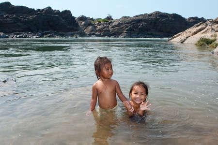 det: Children of Asia swim in river Stock Photo