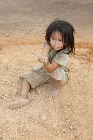 unwashed: Ragazza ritratto del Laos in povert�