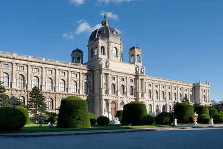 historically: Museum of Art in Vienna, historically building on the ring road