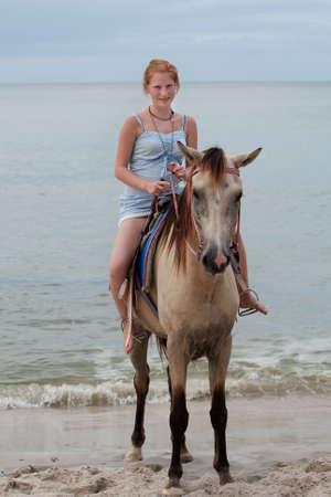 caballo de mar: Chica paseos a caballo