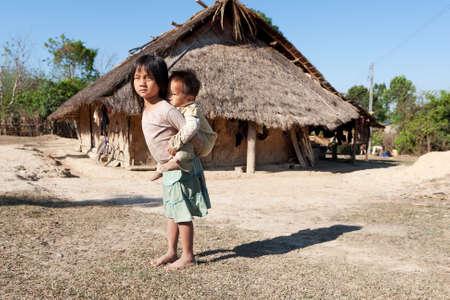 hombre pobre: Ni�os en la pobreza