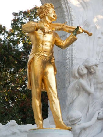 vienna: Johann Strauss Statue in Vienna Stock Photo