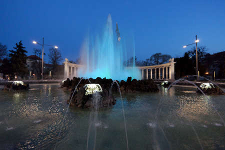 innere: Fountain at night, Vienna