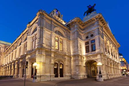 Weense Staatsopera in de nacht Stockfoto