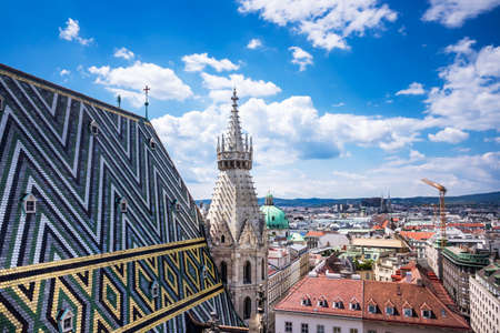 innere: St. Stephens Cathedral Vienna With Cityscape