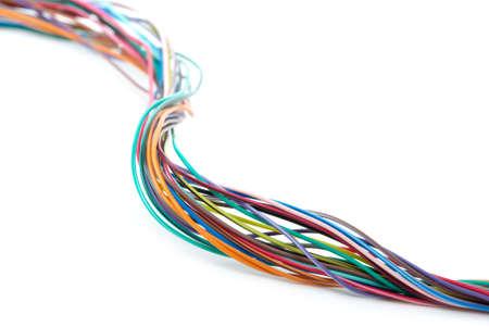 cables electricos: Multiwired cable aislado en el fondo blanco