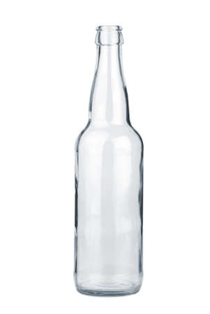 reciclar vidrio: Botella de cerveza transparente vac�a aislada sobre el fondo blanco