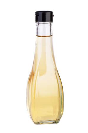 Decanter mit weißem Balsamico-oder Apfelessig auf dem weißen Hintergrund isoliert