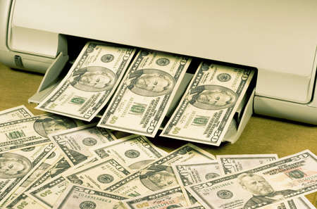 making counterfeit money on a home inkjet printer Banco de Imagens