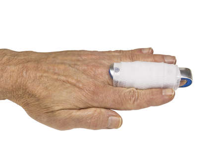 mans hand with a splint on the middle finger Standard-Bild