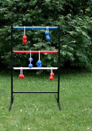 Leiter Ballspiel eingerichtet in einem Vorort Hinterhof Standard-Bild - 13810548