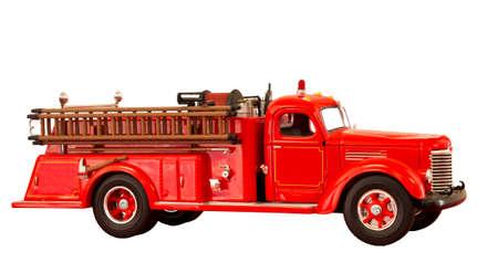 camion pompier: cru camion de pompiers rouge sur un fond blanc