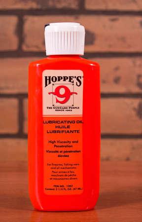 River Falls, Wisconsin-januari 10,2014: Hoppe's nummer 9 smeerolie, Hoppe is een toonaangevende leverancier van pistool oliën en reinigers