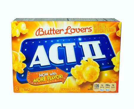 RIVER FALLS,WISCONSIN-FEBRUARY 05,2014: A box of ACTII microwave popcorn. ACTII is made and distributed by ConAgra Foods headquartered in Omaha,Nebraska. Imagens - 25811209