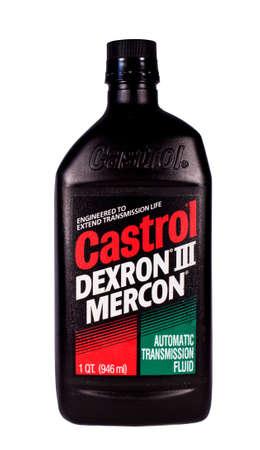 River Falls, Wisconsin-FEBRUARY10, 2014: Een fles Castrol automatische transmissie vloeistof. Castrol is een Brits merk van industriële en automotive smeermiddelen.