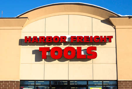 Eau CLAIRE,WISCONSIN-FEBRUARY 02,2014: Harbor Freight Tools storefront in Eau Claire,Wisconsin on February 02,2014 Publikacyjne