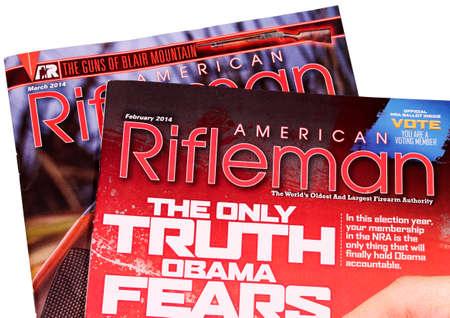 rifleman: RIVER FALLS WISCONSIN-febrero 23,2014: Dos n�meros de la revista americana Fusilero. Revista American Rifleman se publica mensualmente por la Asociaci�n Nacional del Rifle de Am�rica.