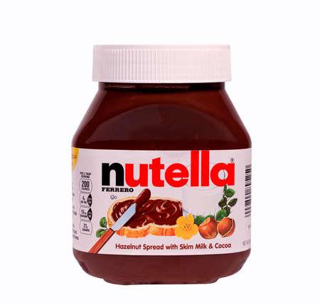River Falls, Wisconsin 15. März 2014: Ein Glas Nutella Haselnuss-Aufstrich. Nutella wird von Ferrero USA Inc. Somerset, New Jersey vertrieben. Standard-Bild - 26722265